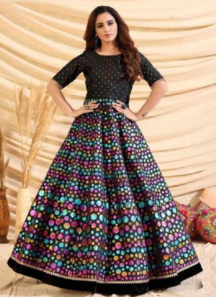 Glamorous Black Color Taffeta Silk Base Foil Print Base Partywear Gown